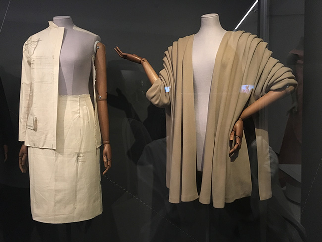 Irving Pennによる撮影でモデル・Lisa Fonssagrivesが着用していた服も